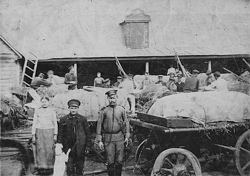 Во дворе купцов Кожевниковых на улице Набереженой