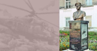 Памятник Владиславу Демьянову в п. Первомайский