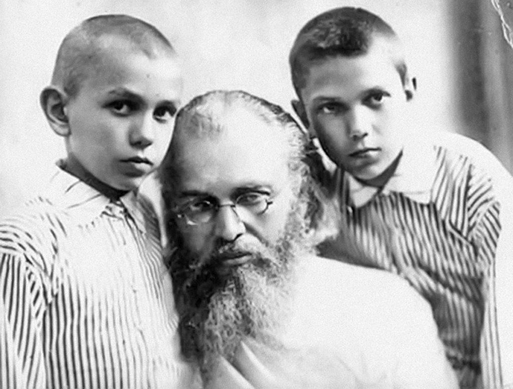 Архиепископ Лука с сыновьями