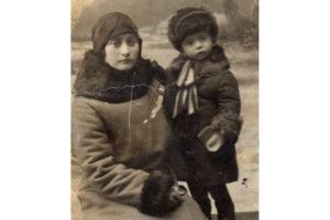 Наталья Семёновна Шестакова и Константин. Фотография примерно 1934 года