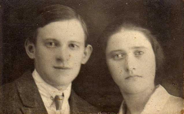 Наталья Семёновна Шершнева и её муж Василий Васильевич Шестаков. Фотография примерно 1927 года
