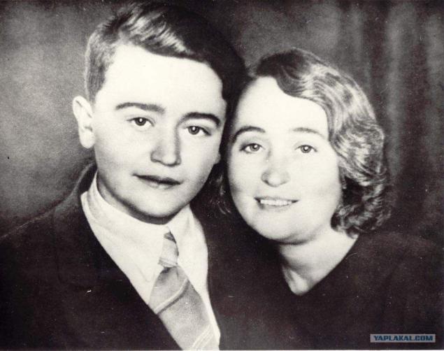 Олег Кошевой с матерью Еленой Николаевной
