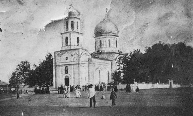 Где-то здесь, около ограды взорванного впоследствии сукмановского храма Николая Чудотворца 1856 г. постройки, 25 сентября 1921 г. были расстреляны графиня Т. К. Толстая и ещё четверо заложников. Фото 1900 г.