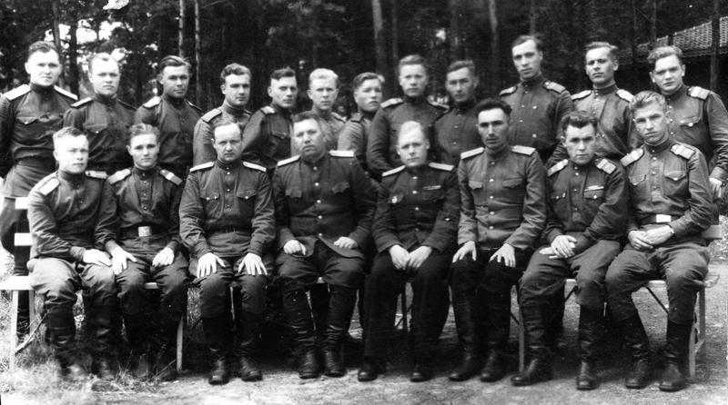 Германия, 1945 год, в/ч 62319. В. Т. Шиховцов во втором ряду, шестой слева
