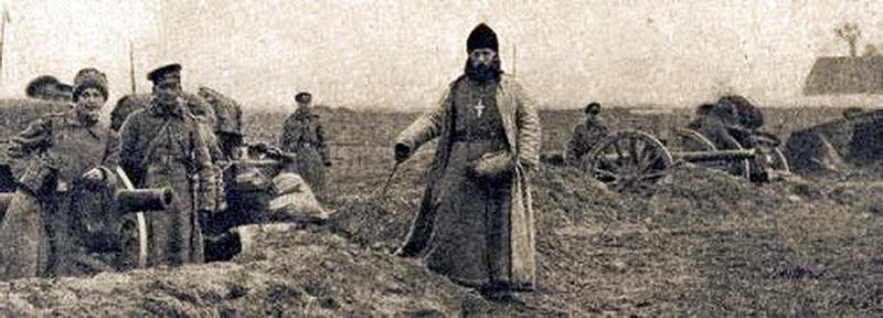 Полковой священник на артиллерийской позиции в годы 1-й Мировой войны