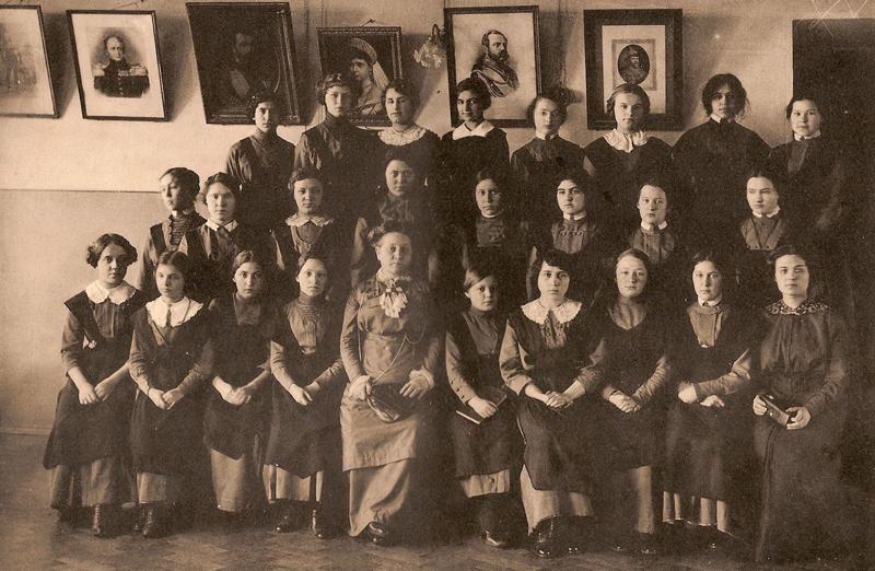 8-й класс вместе с Е. П. Сатиной