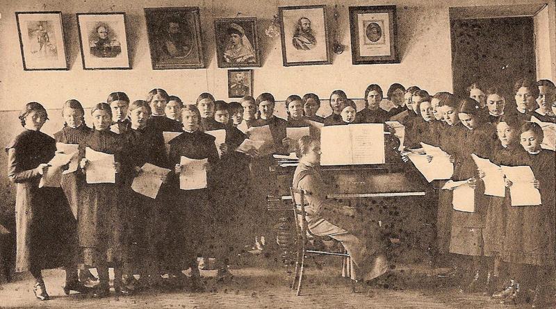 Хор воспитанниц гимназии