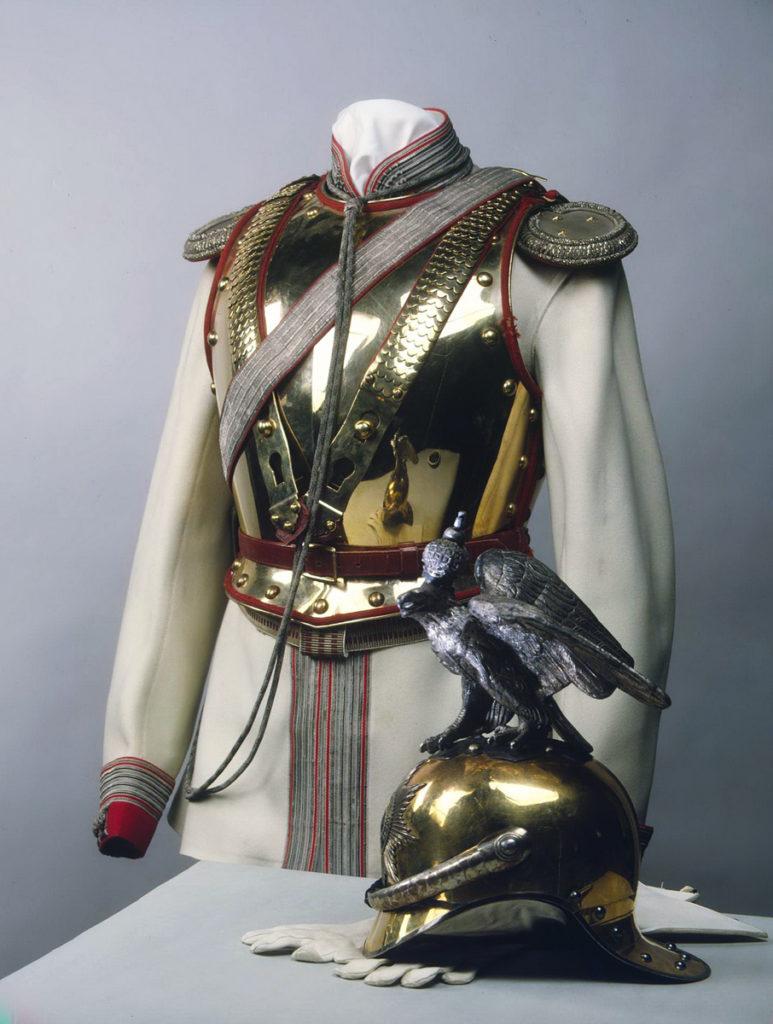 Шлем и мундир кавалергарда