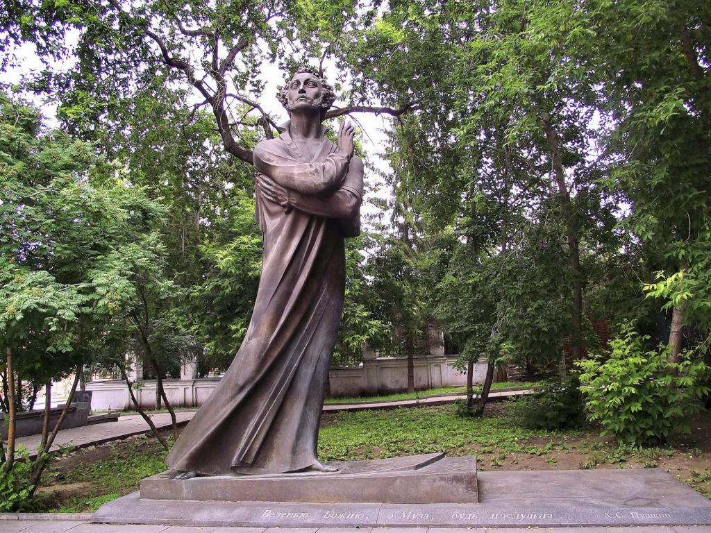 Памятник Пушкину в Екатеринбурге скульптор Г. А. Геворкян, архитектор М. Г. Матвеев